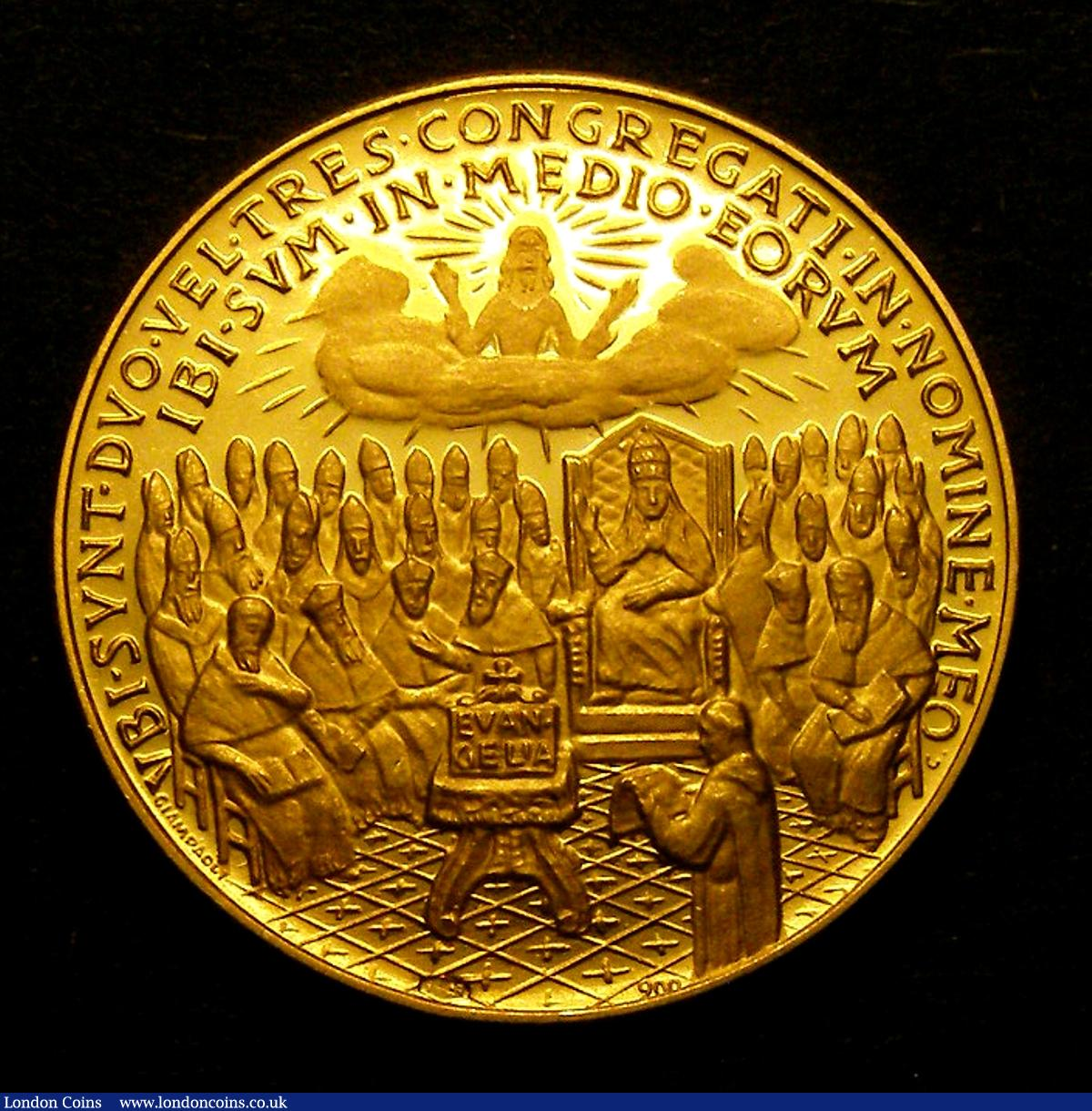 Papal Gold Medal Joannes XXIII MCMLXII left facing bust priests seated reverse beneath deity in the clouds 26mm 90% gold 10.5 grams : Medals : Auction 128 : Lot 802