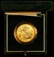 London Coins : A163 : Lot 1721 : Five Pounds Gold 2001U S.SE8 BU in the green Royal Mint box of issue with certificate