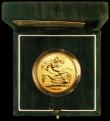 London Coins : A164 : Lot 96 : Five Pounds Gold 2004 S.SE7 BU in the green Royal Mint box of issue with certificate